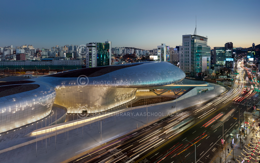 Dongdeimun-Design-Plaza-Seoul_Photo-by-Virgile-Simon-Bertrand