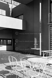 FPH190-50_Villa-Stein_Garches_France_Detail-of-Terrace-with-Furniture_Le-Corbusier_1927_(Les-Terrasses)_©F.R.Yerbury_1930_email